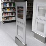 Bramki antykradzieżowe w bibliotece.